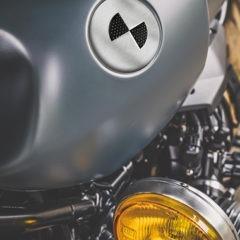 Badges graphiques BMW en inox brossé