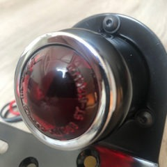 Feu arrière Daytona universel noir cabochon rouge